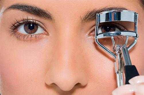 С щипцами для завивки вы сможете добавить взгляду яркость и выразительность