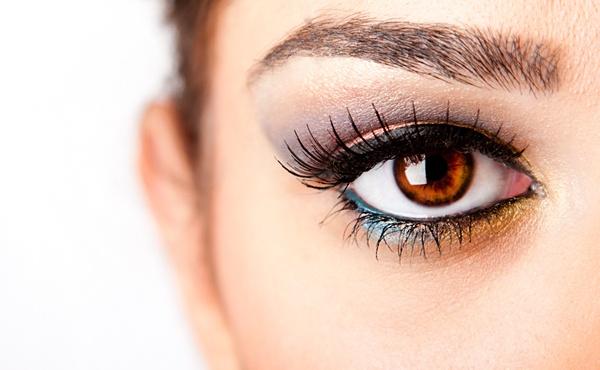 Нарощенные реснички, безусловно, украшают глаза, но могут нести за собой негативные последствия