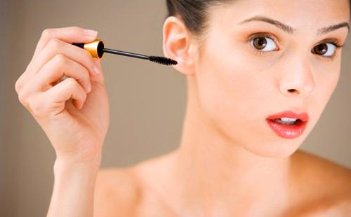 Безупречный макияж не обходится без туши, и даже ранее засохшее средство может сделать ваши ресницы потрясающими