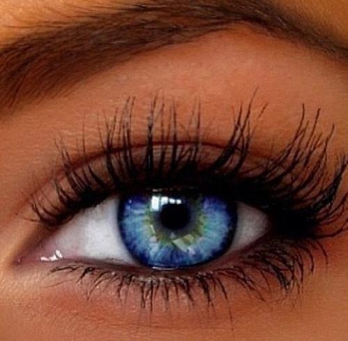 Неожиданный, однако приятный для женщин побочный эффект от глазных капель – удлиненные ресницы