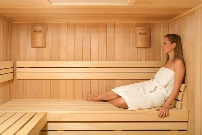 mozhno-li-hodit-v-banyu-saunu-solyarij-ili-v-bassejn-s-naroshchennymi-resnicami10