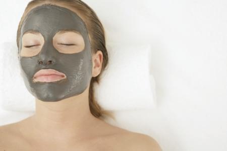 Грязевые маски для лица: польза и состав