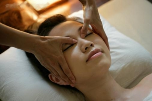 Массаж в области глаз улучшит кровообращение