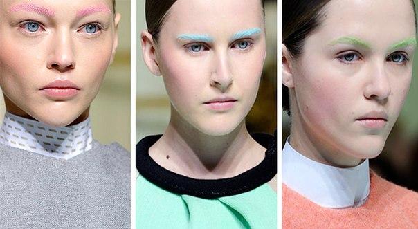 На фото изображены примеры макияжа с цветными бровями на одном из модных показов