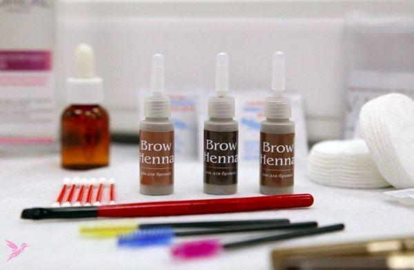 Покраска ресниц – процедура, которую стоит испытать на себе