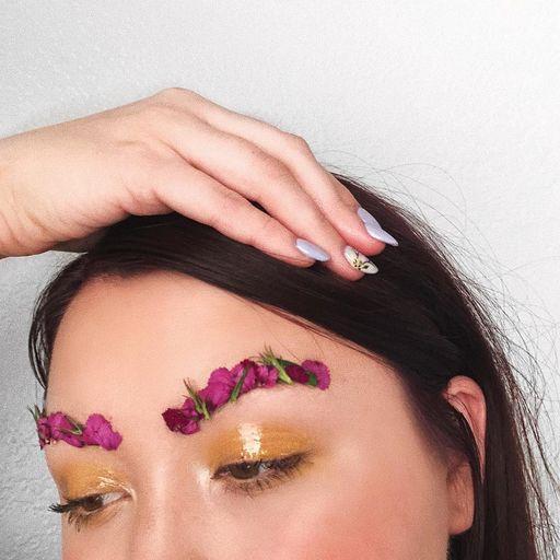 цветочные брови