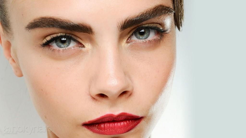 Густые пушистые брови, как у модели Кары Делевинь – тренд этого сезона (фото: www.medikforum.ru)