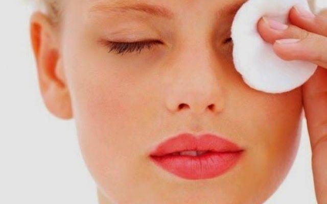 Обработайте кожу кремом, чтобы избежать ее окрашивания