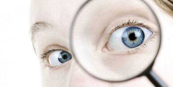 Как вытащить из глаза ресницу – методы и полезные советы