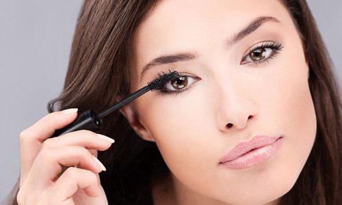 Важное правило здоровья ресниц: всегда удаляйте косметику в конце дня!