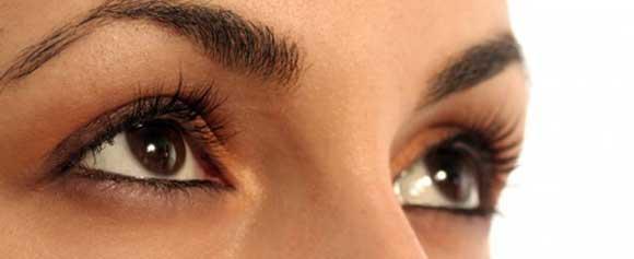 Применение эфирных масел для ухода за кожей под глазами