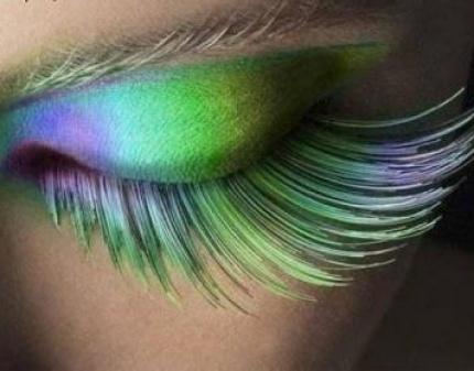 Проявите креативность в выборе цвета ресничек