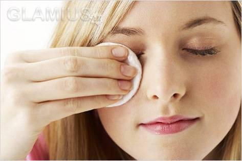 Снимать макияж