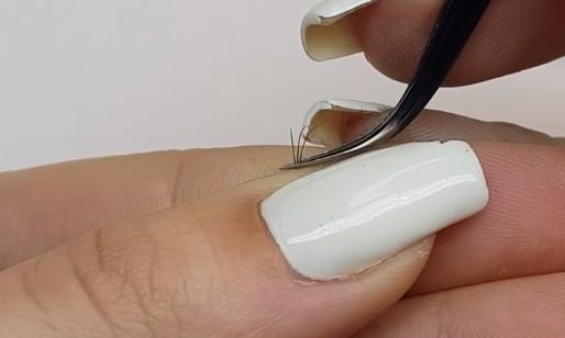 Формирование 3д пучка ресниц в руке