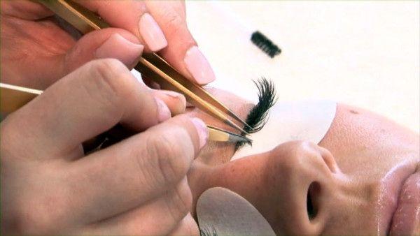 Средства для наращивания ресниц – собираем набор инструментов и материалов для проведения процедуры удлинения