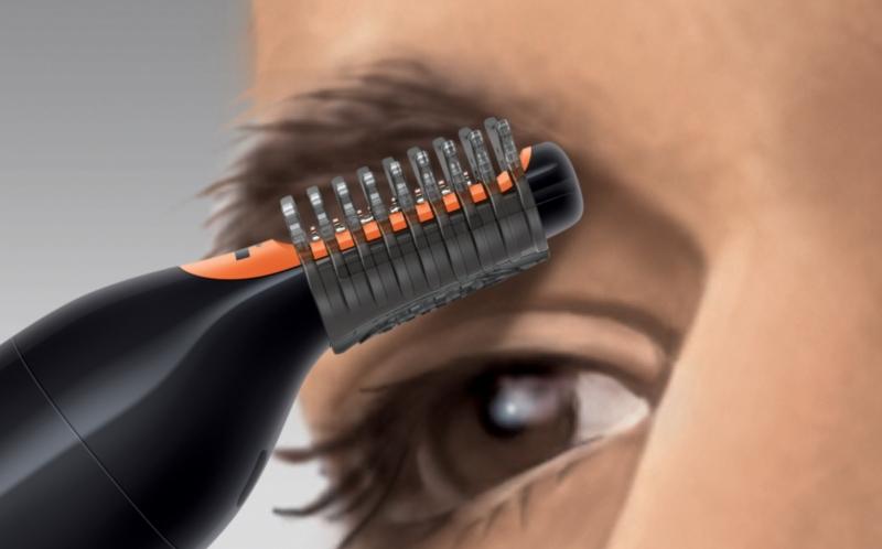 После стрижки бровей пеньки можно подравнять с помощью специальной насадки для триммера