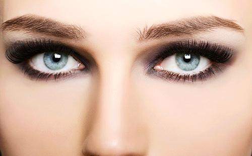 Нежные голубые глаза