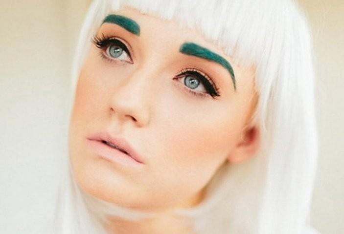 moda-na-brovi-zelenye