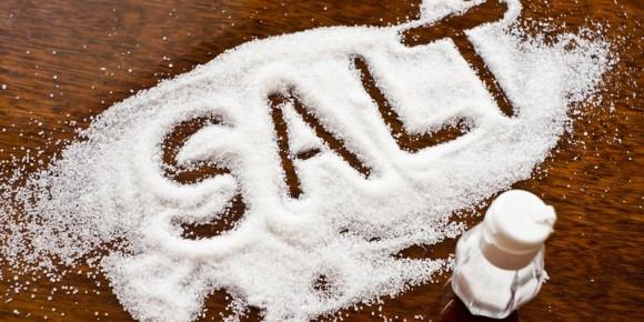 Даже соль может стать отличным помощником в борьбе со складками
