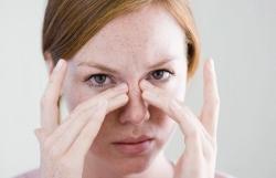 Спровоцировать раздражение на коже может ряд факторов: стрессы, гормональные сбои, проблемы с пищеварительной системой