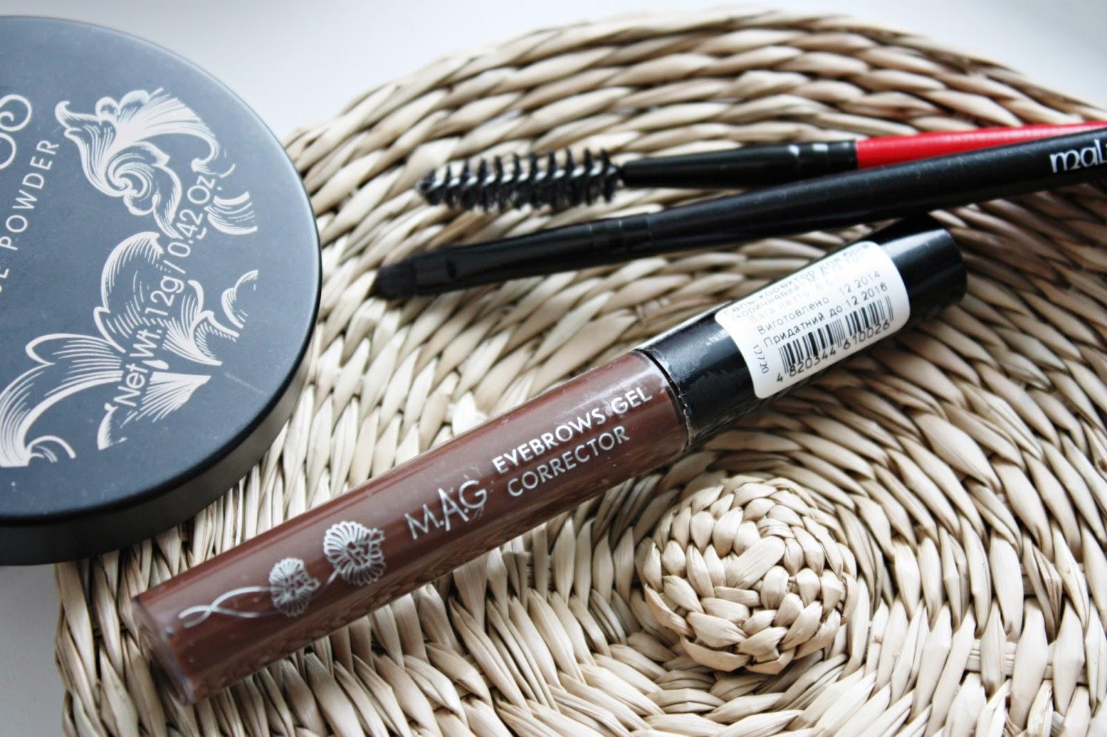 Получить временный эффект густых и широких бровей можно с помощью специальных гелей, пудр и косметического карандаша
