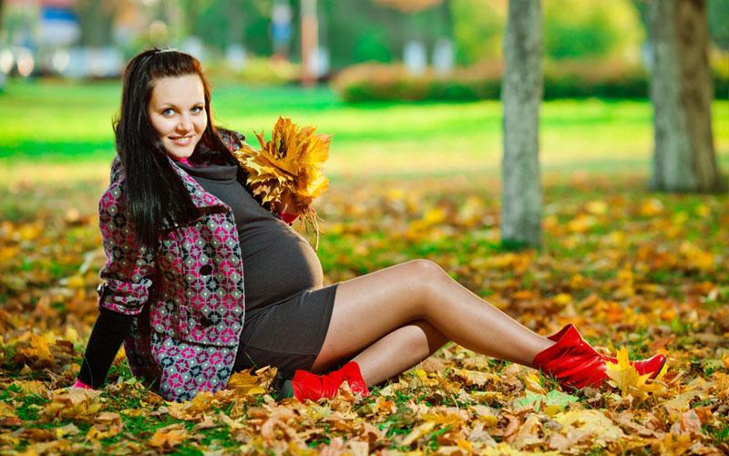 Беременность не является прямым противопоказанием к наращиванию ресниц, однако реснички могут прослужить не так долго, как вам хотелось бы