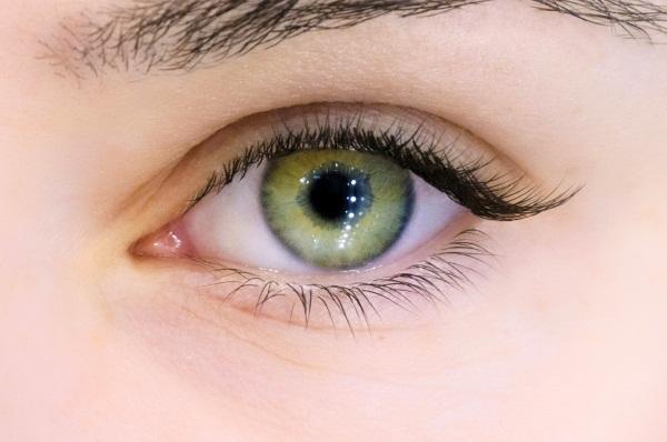 Наращивание ресниц. Фото внешних уголков глаз, неполное, частичное с растушевкой, лисий глаз, цветные. Техника выполнения