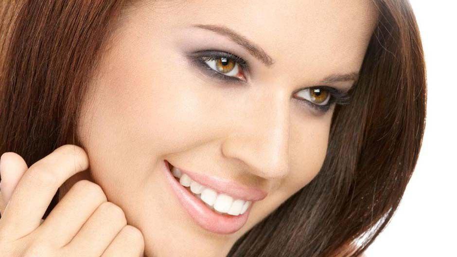 Как бороться с шелушением бровей?