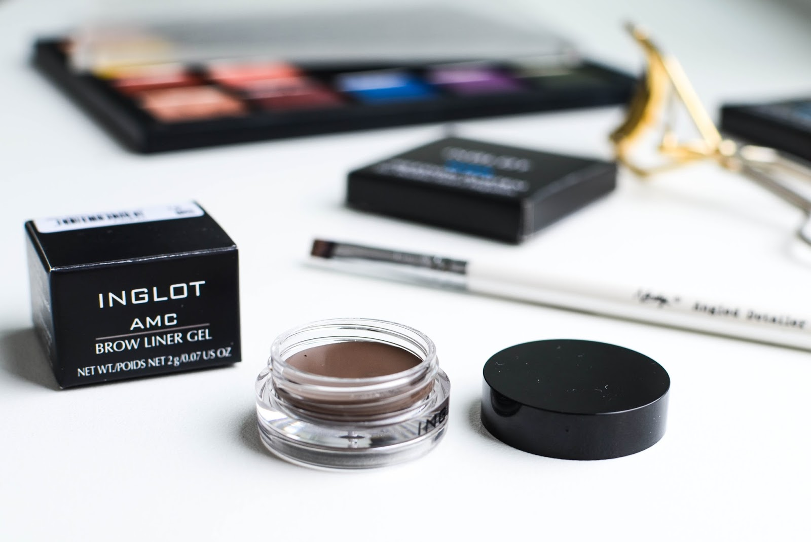 Inglot AMC brow liner gel (цена – от 600 руб.)