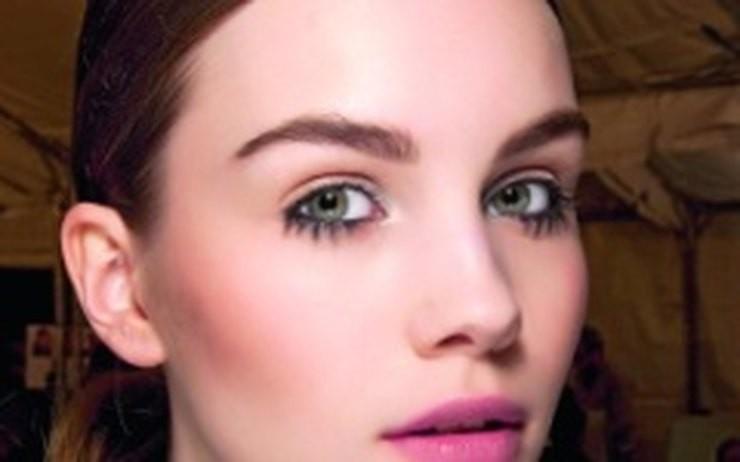 брови мода: густые натуральные светлые