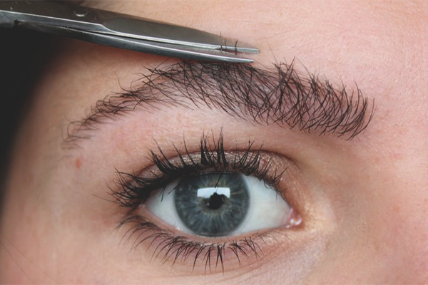 Как подстричь брови