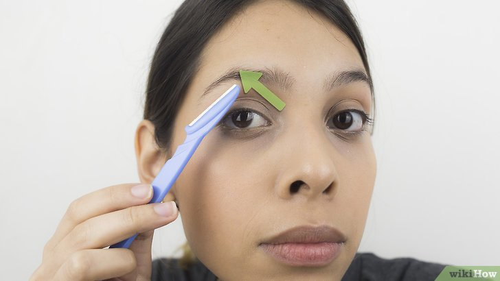 Изображение с названием Shape Your Eyebrows with a Razor Step 3