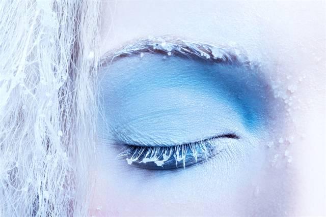 новогодний макияж с белой тушью