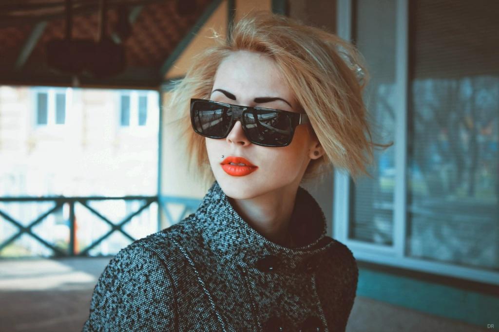 Визажисты настоятельно рекомендуют для повседневной жизни оставлять цвет волос для черных бровей на два тона светлее