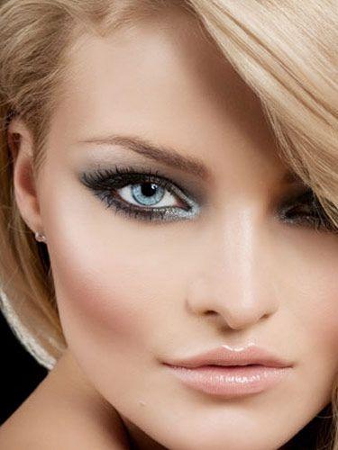 Фото: яркая блондинка с восхитительными бровями – все дело в цвете!