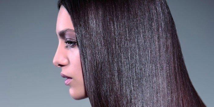 Девушка с ламинированными волосами
