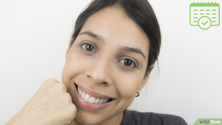 Изображение с названием Shape Your Eyebrows with a Razor Step 7