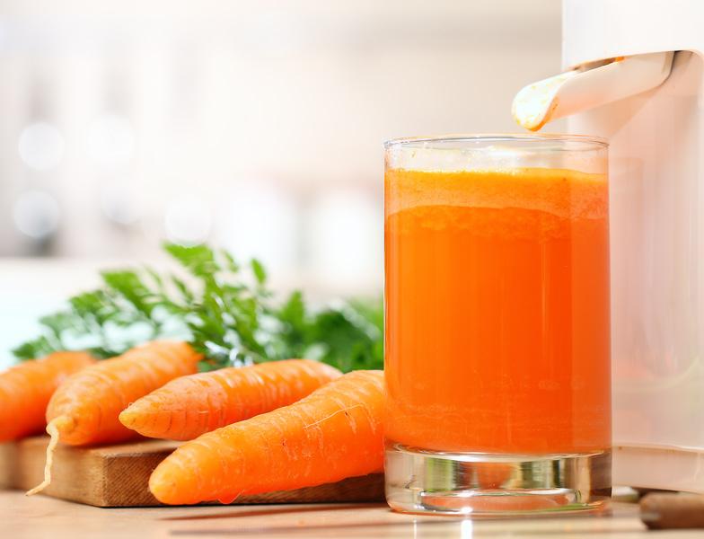 Сок моркови поможет укрепить реснички