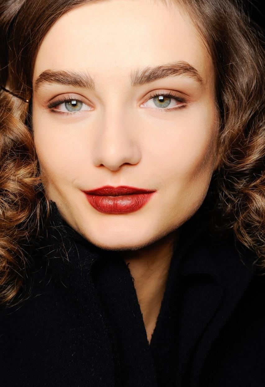 модные брови: густые натуральные светлые