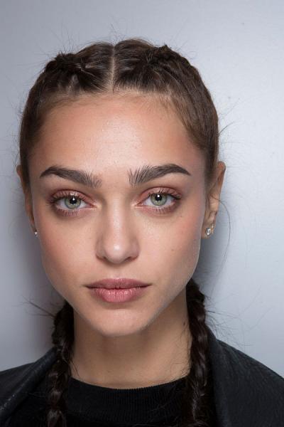 7 хитростей, которые пригодятся при макияже бровей