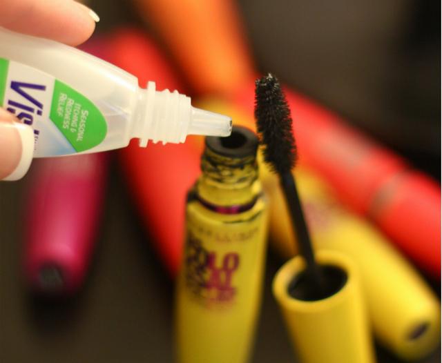 Что делать - если высохла тушь для ресниц – капните в тюбик немного средства от усталости глаз!