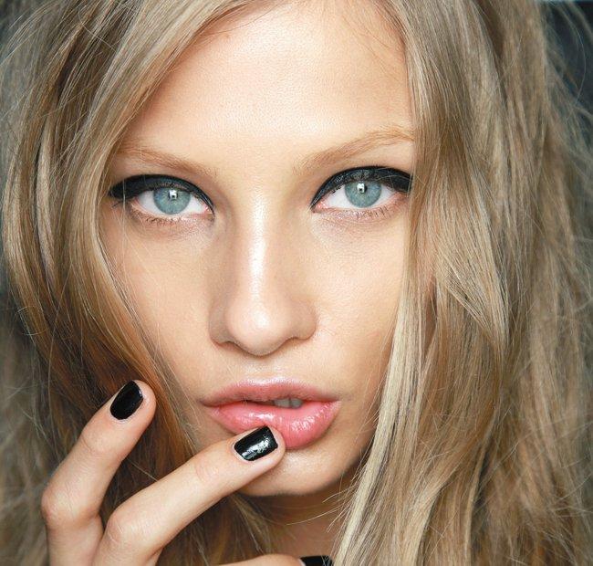 блонд и светлые брови