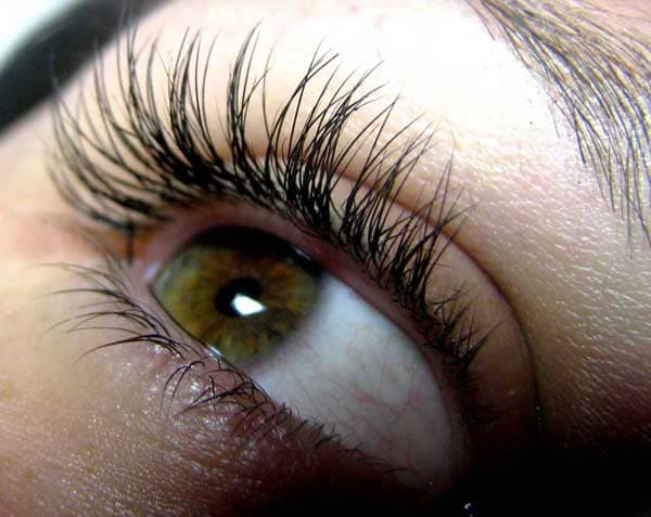 Поресничное наращивание ресниц — особенности технологии