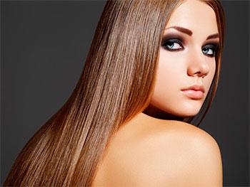 у девушки глазирование волос