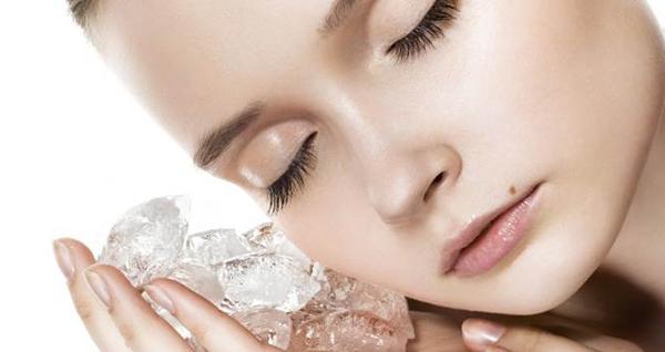 Маленькая рекомендация для тех, кто хочет знать, как правильно выщипать брови дома. Не забывайте о кубике льда или горячем компрессе для снятия болевых ощущений.