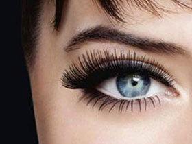 Привлекательный взгляд – красивые глаза с пушистыми ресницами