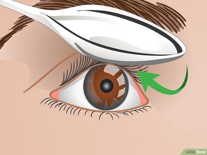 Изображение с названием Curl Your Eyelashes Without an Eyelash Curler Step 4