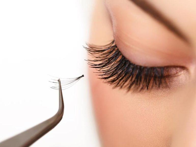Можно ли нарастить ресницы, если носишь контактные линзы? Особенности процедуры и противопоказания