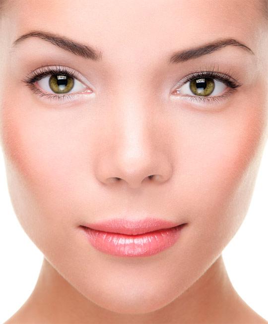 При выборе формы и изгиба бровей нужно учитывать индивидуальные особенности лица