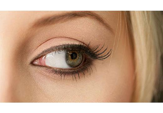 глаз женщины
